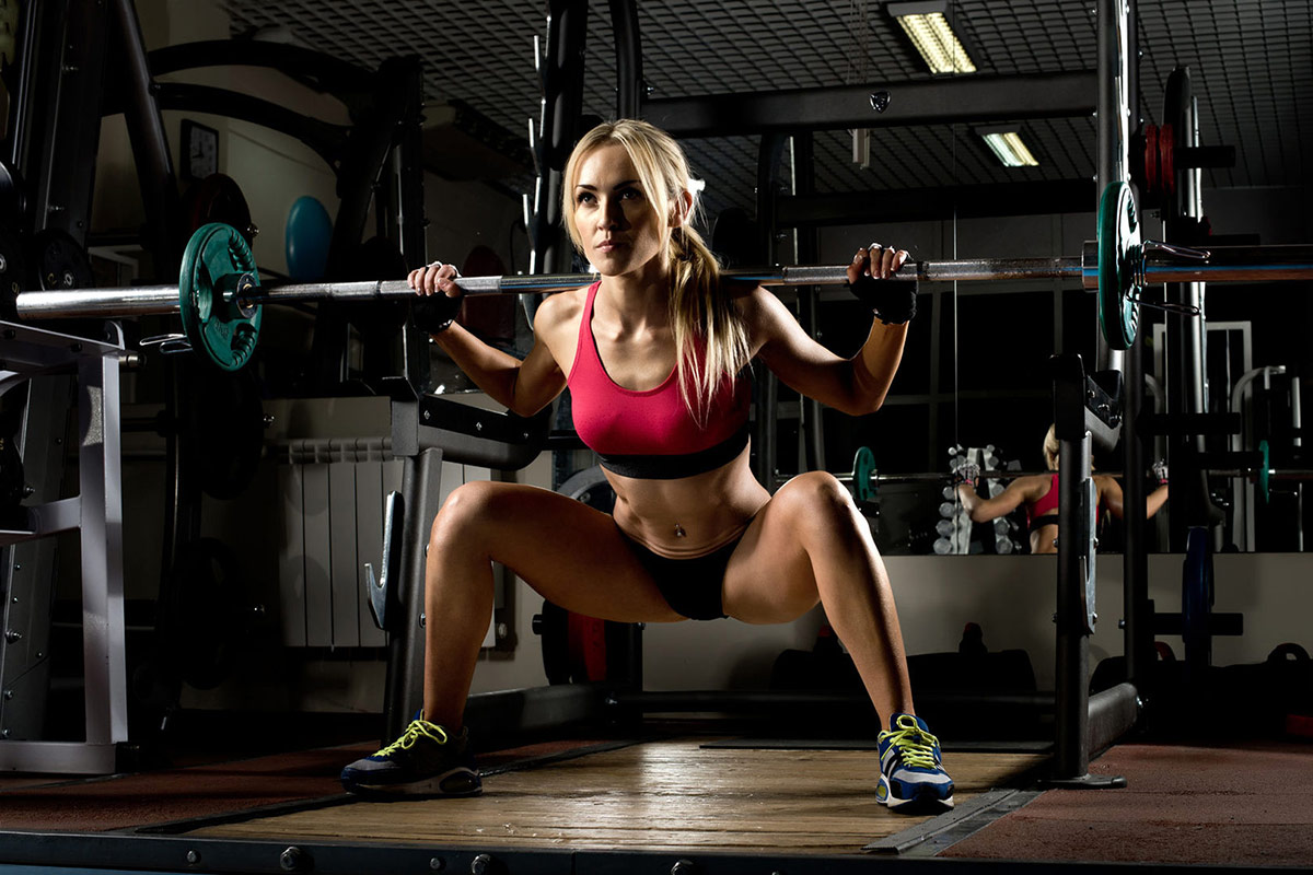 How to squat blog woman using squat rack