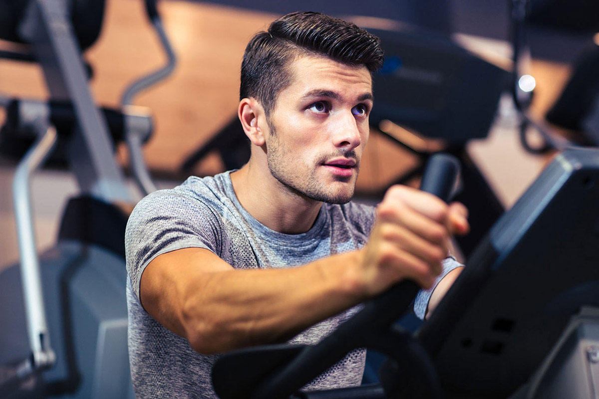 Strong-Man-Doing-Cardio-At-The-Gym
