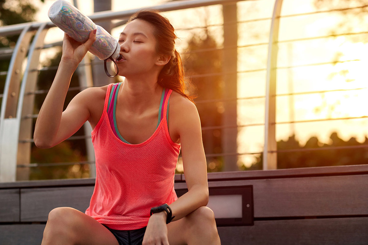 10-steps-to-a-jealthier-happier-you-woman-drinking-water-after-running
